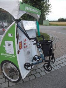 E-Rikscha mit Rollator im Gepäck