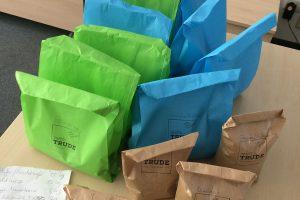 Lebensmittel verpackt Tante Trude